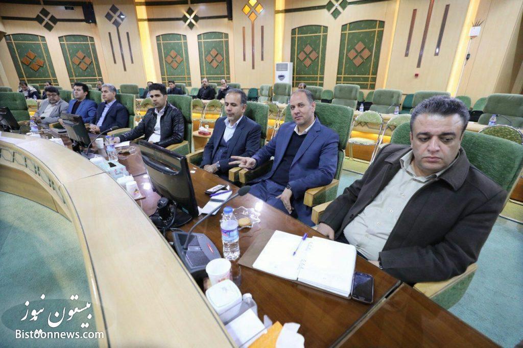 فرماندار هرسین در سالن اجتماعات استانداری کرمانشاه